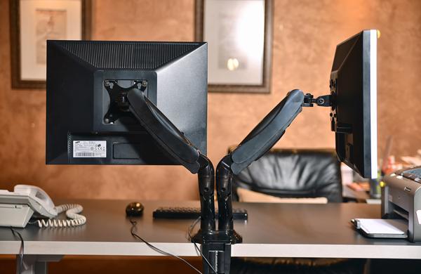 Double Desk nosač za dva monitora – Primer primene