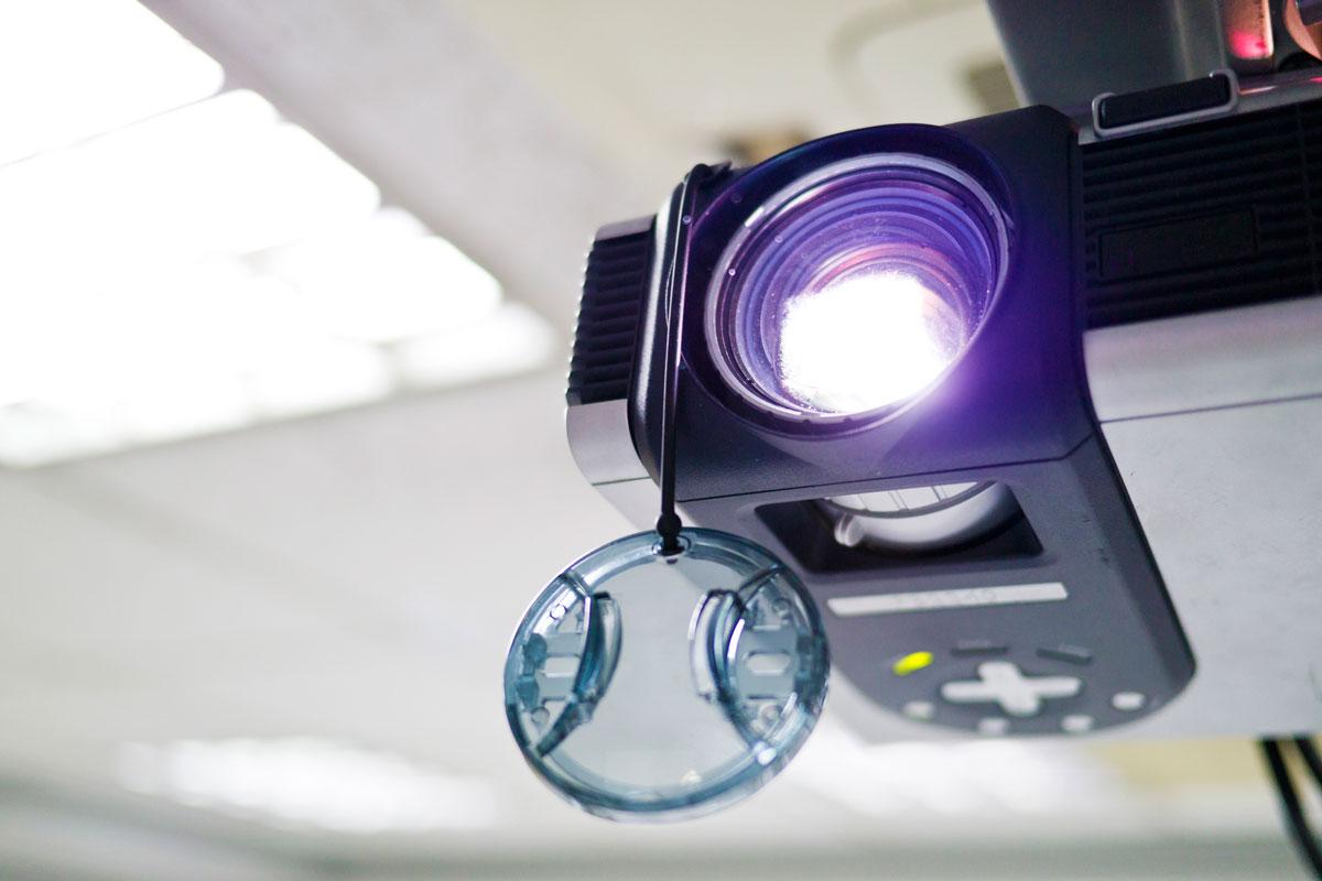 Kada Odabrati Plafonski Nosač Za Projektor?